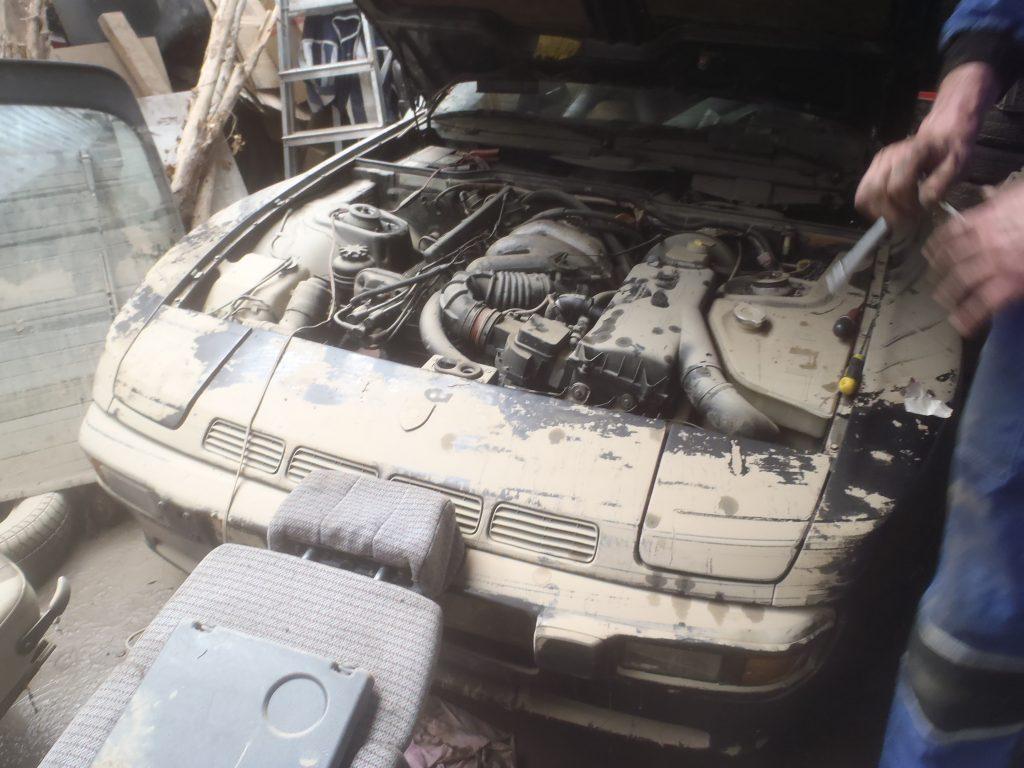 sauvetage du moteur d'une voiture inondée